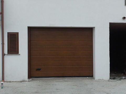 porta sezionale da garage finto legno Vasanello (VT)