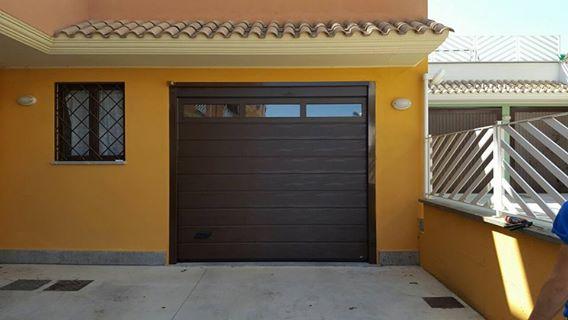 Porta sezionale da garage con sezione finestrata Vignanello (VT)