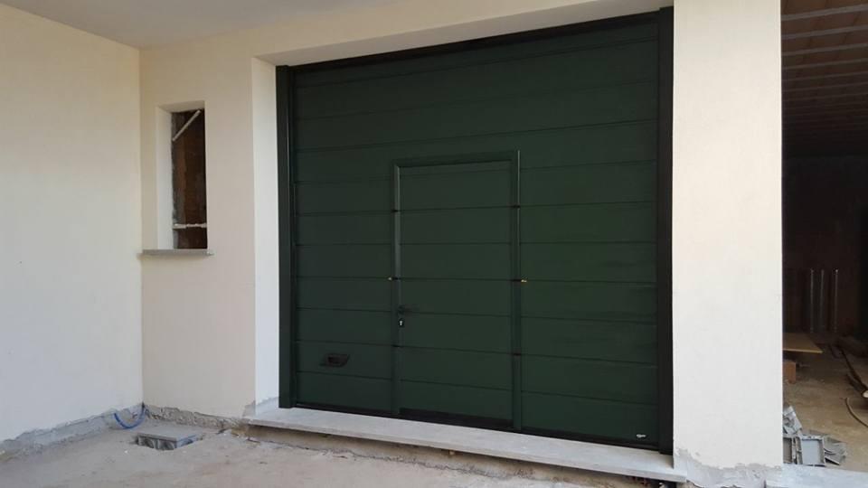 porta sezionale da garage con porta pedonale canepina viterbo