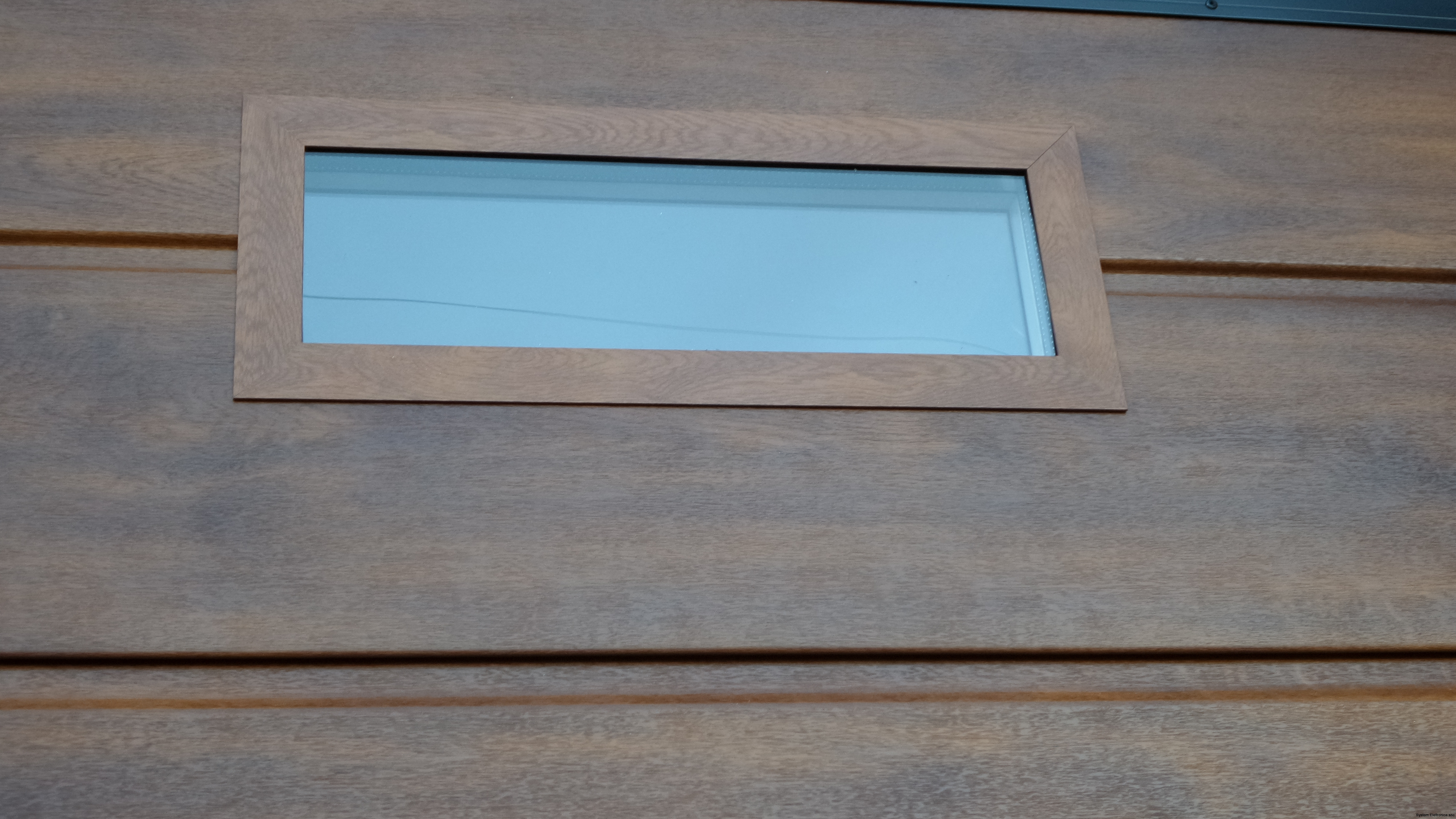 porta sezionale con oblò stesso colore porta caprarola