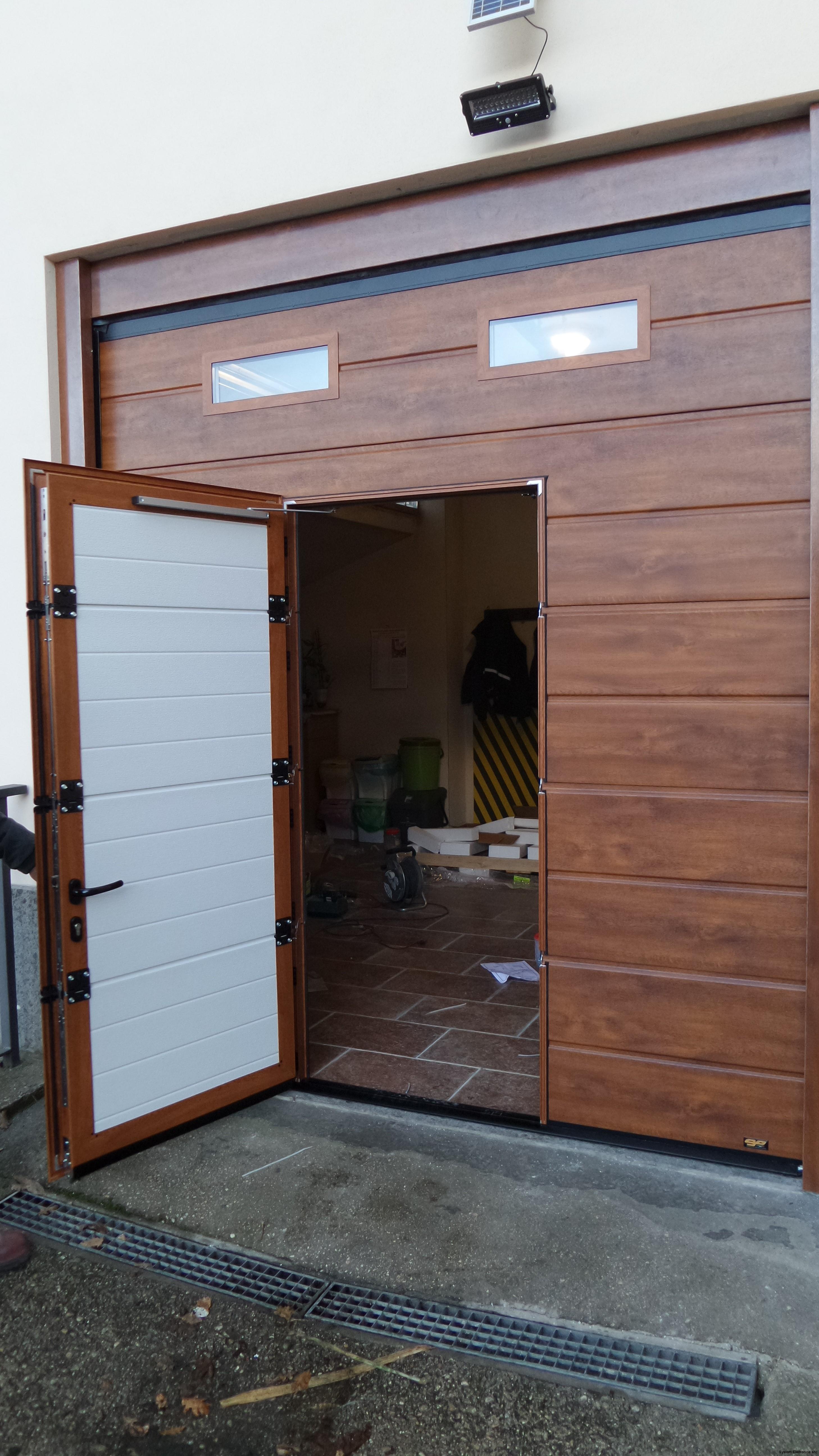 porta sezionale da garage con porta pedonale caprarola