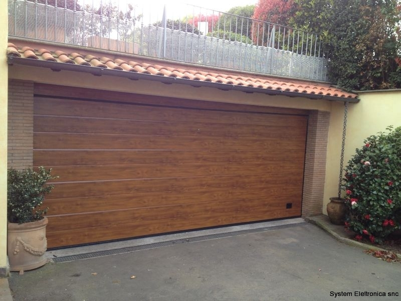 Porta sezionale residenziale finto legno modello dogato caprarola viterbo