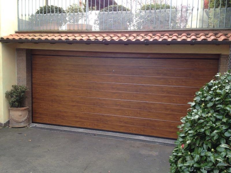 Porta sezionale modello dogato colorazione finto legno