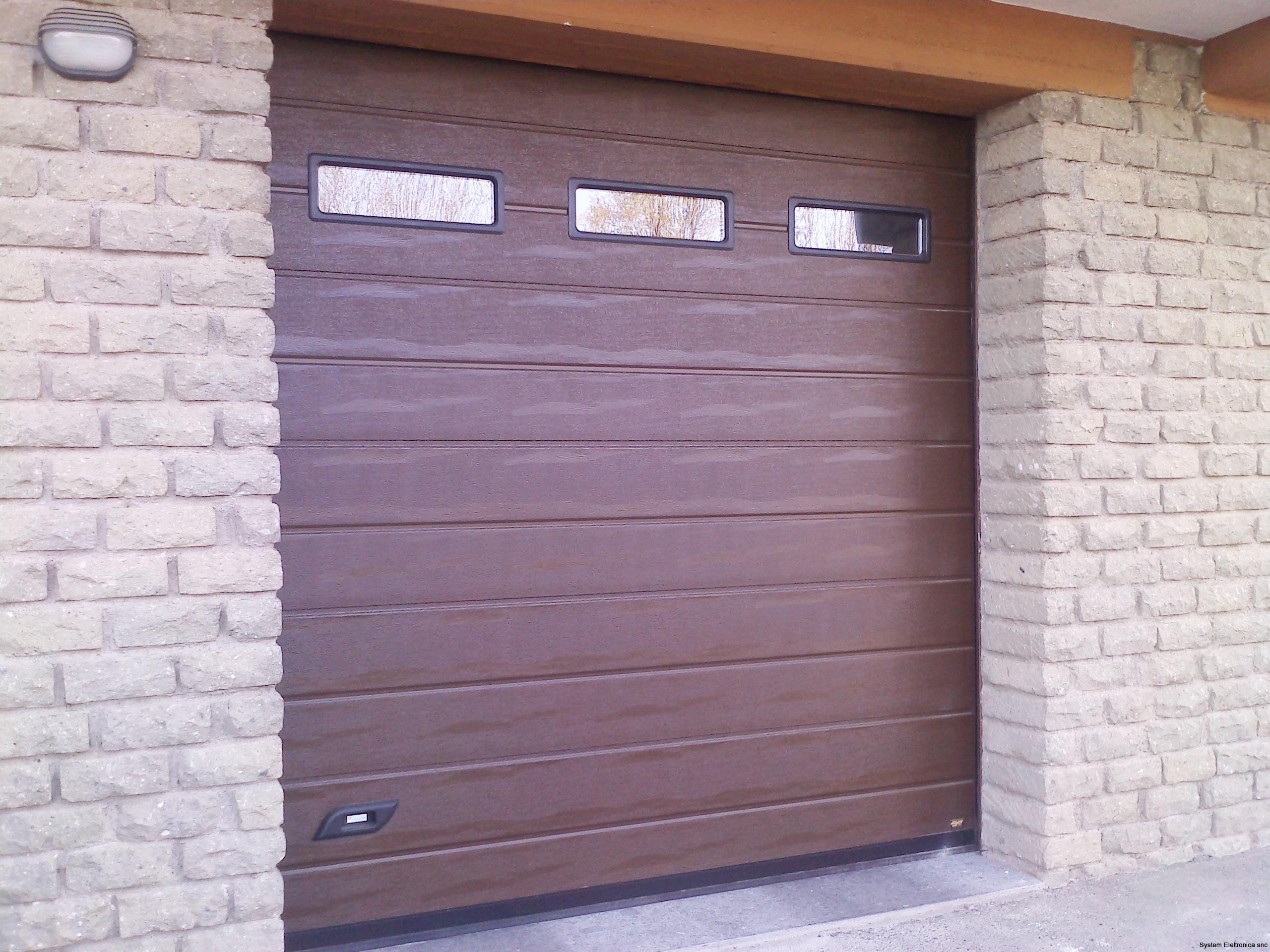 Porta sezionale finto legno dogato
