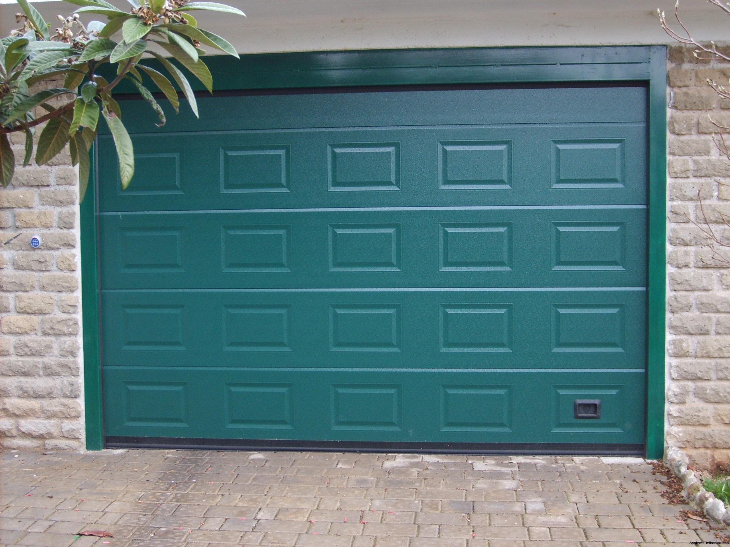porta sezionale verde mod. cassettato