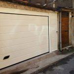 installazione porta da garage a marta con porta pedonale separata