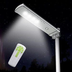 lampione a energia solare acceso